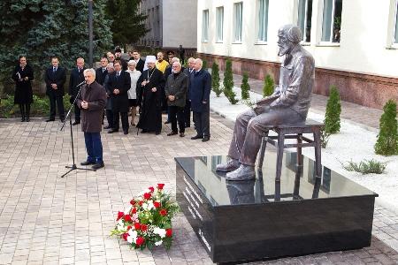 В Белгороде открыли памятник Солженицыну