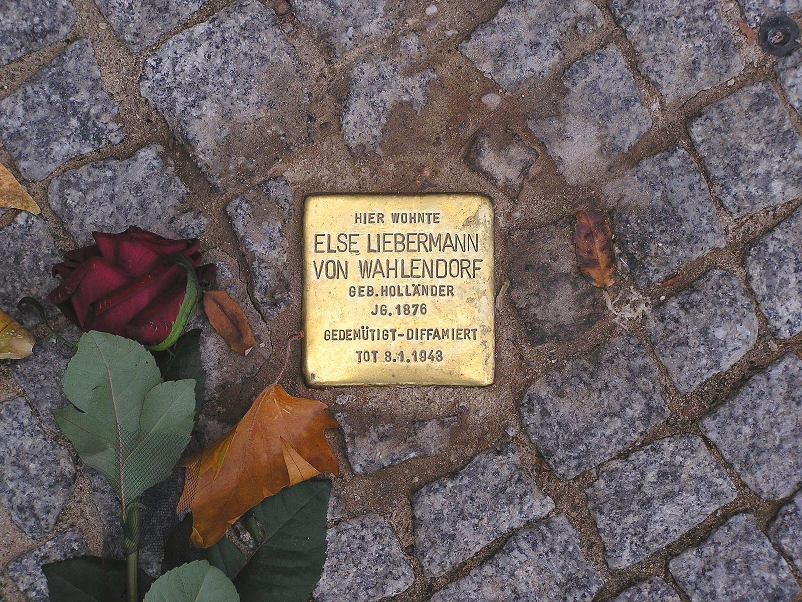 В Москве стартовал «Последний адрес» — проект в память жертв репрессий