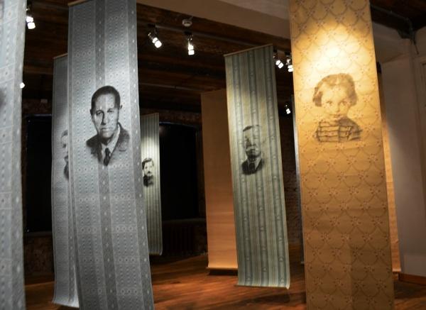 «Линия жизни» в Музее ГУЛАГа: Портреты на обоях