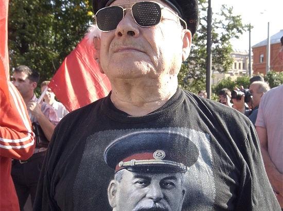 Коммунисты предложили сажать на 10 лет тех, кто сравнит Сталина и Гитлера