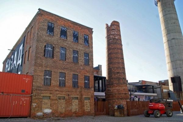 Екатеринбургский художник превратил здание питерского музея в тюрьму