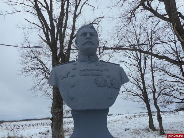 Лев Шлосберг потребовал от прокуратуры снести бюст Сталина