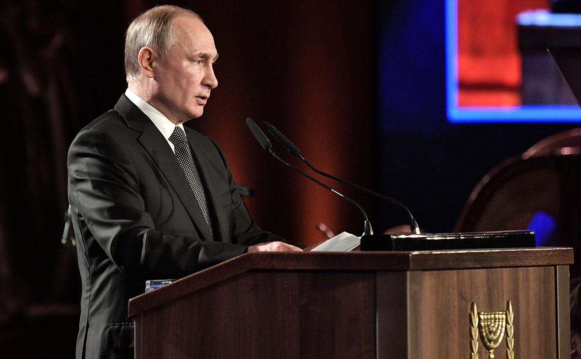 Путин поручил продумать создание единой базы жертв политических репрессий