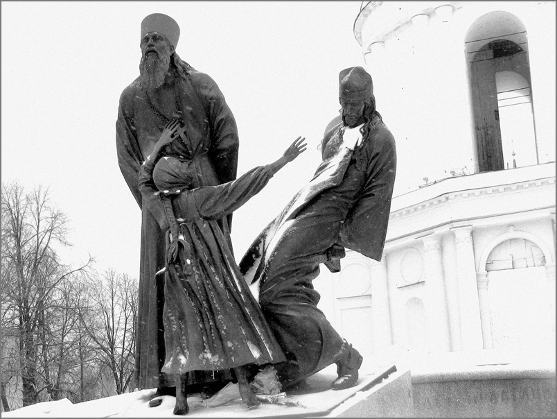 памятник расстрелянным в Шуе