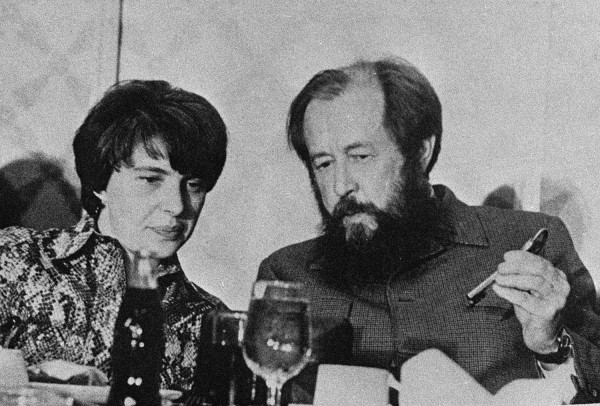 Александр Солженицын с женой Натальей. 1975 год