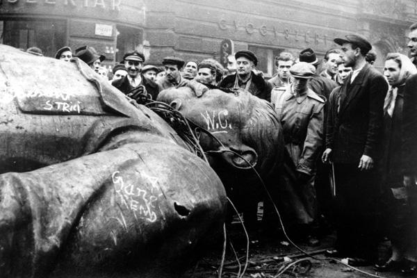 Снос памятника Сталину в Будапеште, 1956 год