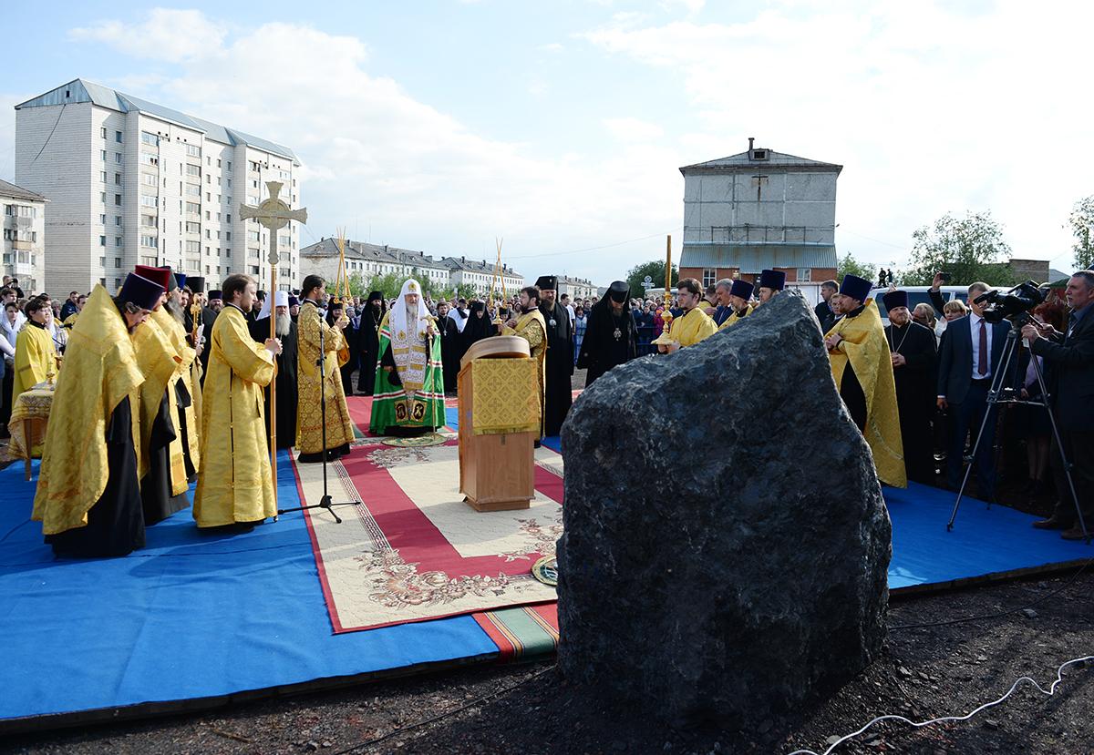Освящение закладного камня в основание Спасского кафедрального собора г. Воркуты