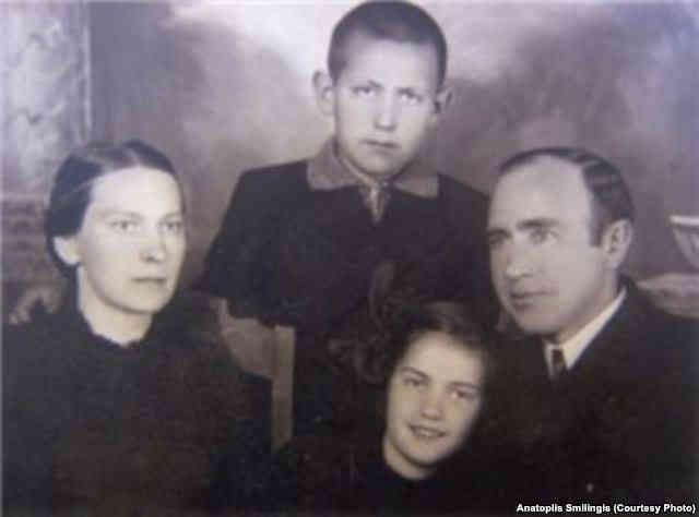 Семья Смилингисов в год захвата Литвы советскими войсками, 1940